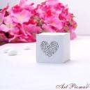 Pudełeczko kwadratowe białe z ornamentem