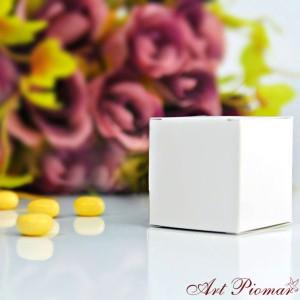 Pudełeczko kwadratowe białe